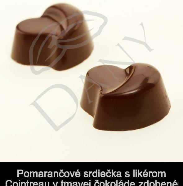 Pralinky-Pomarancove-srdiecka-s-likerom-Cointreau-v-tmavej-cokolade-zdobene-24-karatovym-zlatom