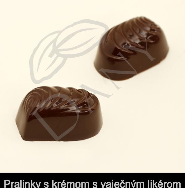 Pralinky-s-kremom-s-vajecnym-likerom-v-tmavej-cokolade